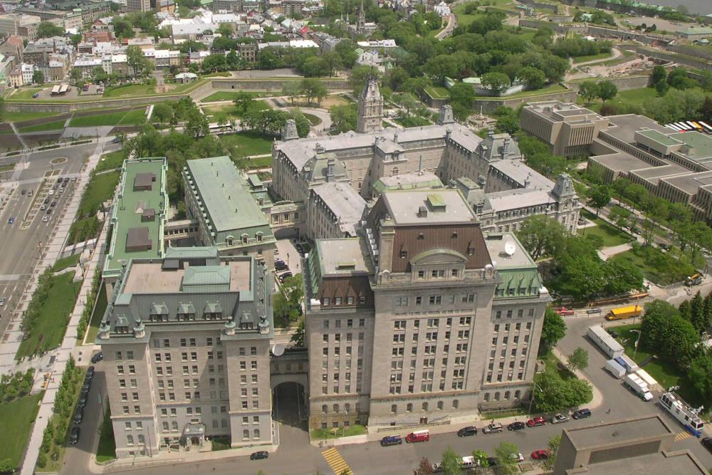 L'édifice André-Laurendeau, en bas, à droite (photo J.-F. Rodrigue, RPCQ)